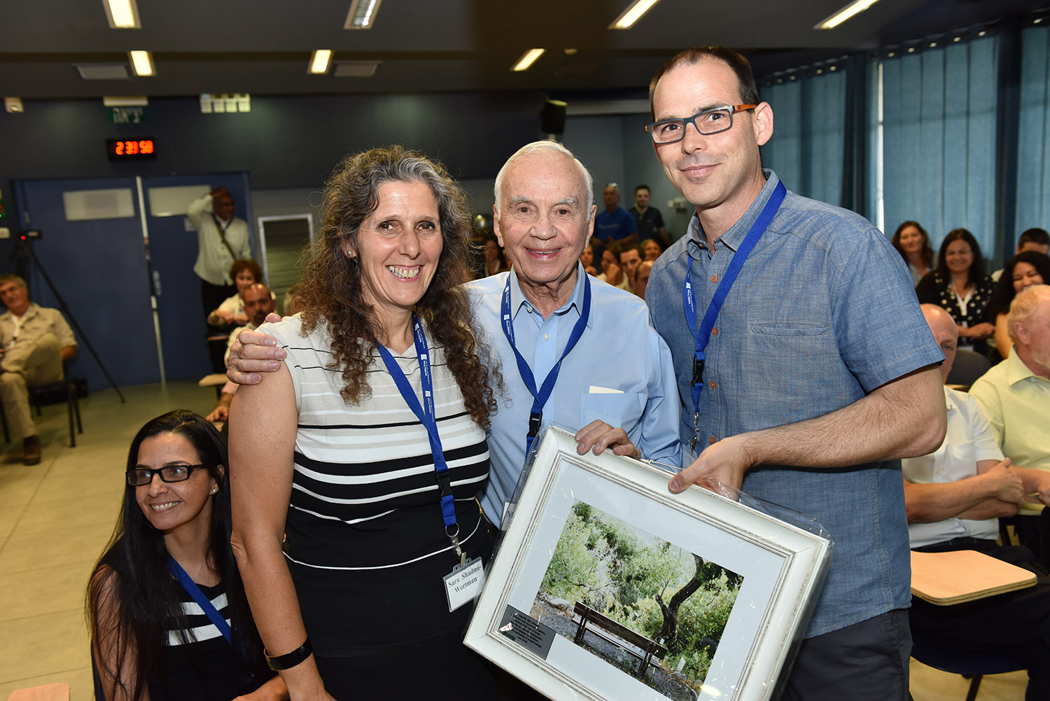 Morton Mandel receives Yakir Oranim Award